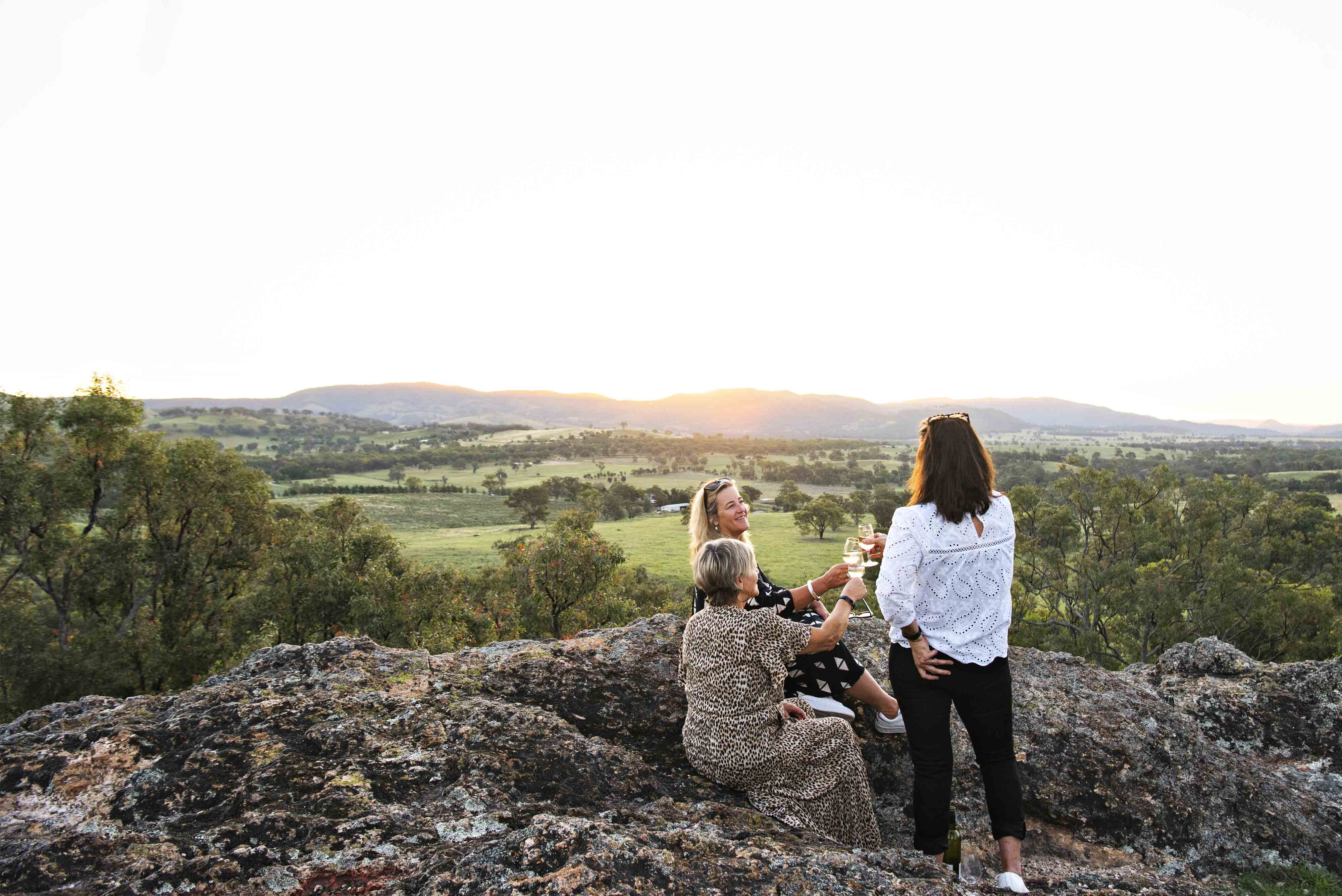 ODD FROG LODGES mudgee lue rocks caves explore bushwalks sunset picnic